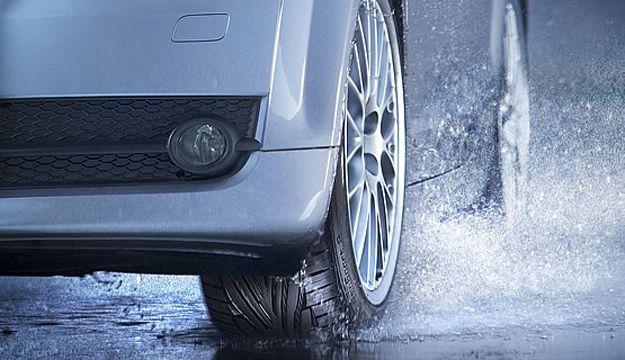 Conducir con lluvia con un vehiculo de alquiler